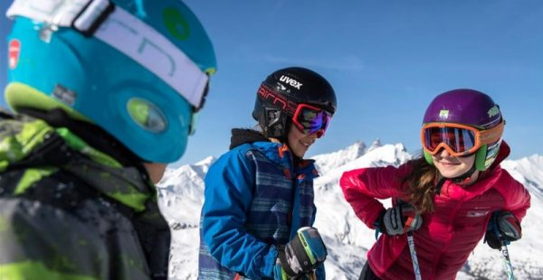 Kids ski for free in April !