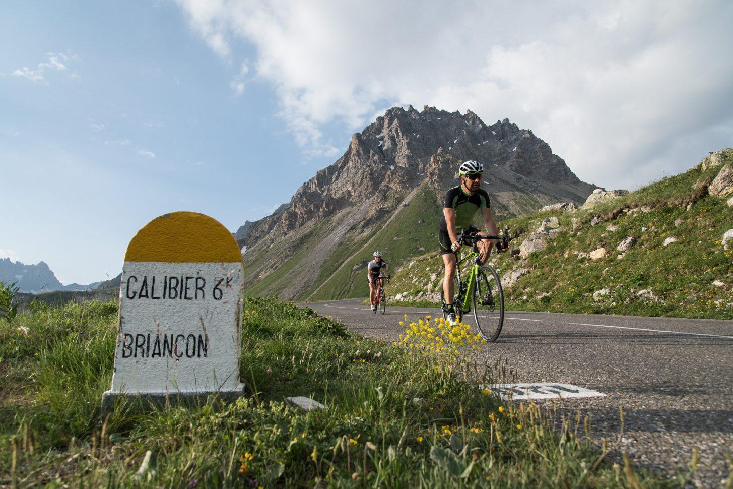 Ascension Galibier en vélo au lever de soleil à Valloire