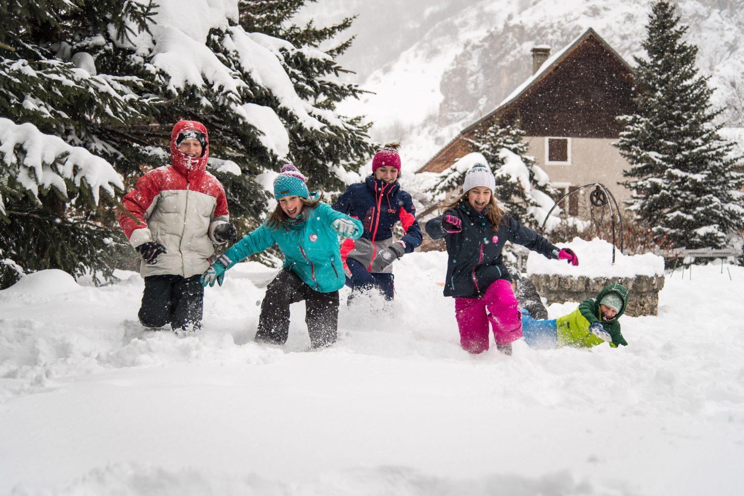 Jeu de neige dans les rues de Valloire