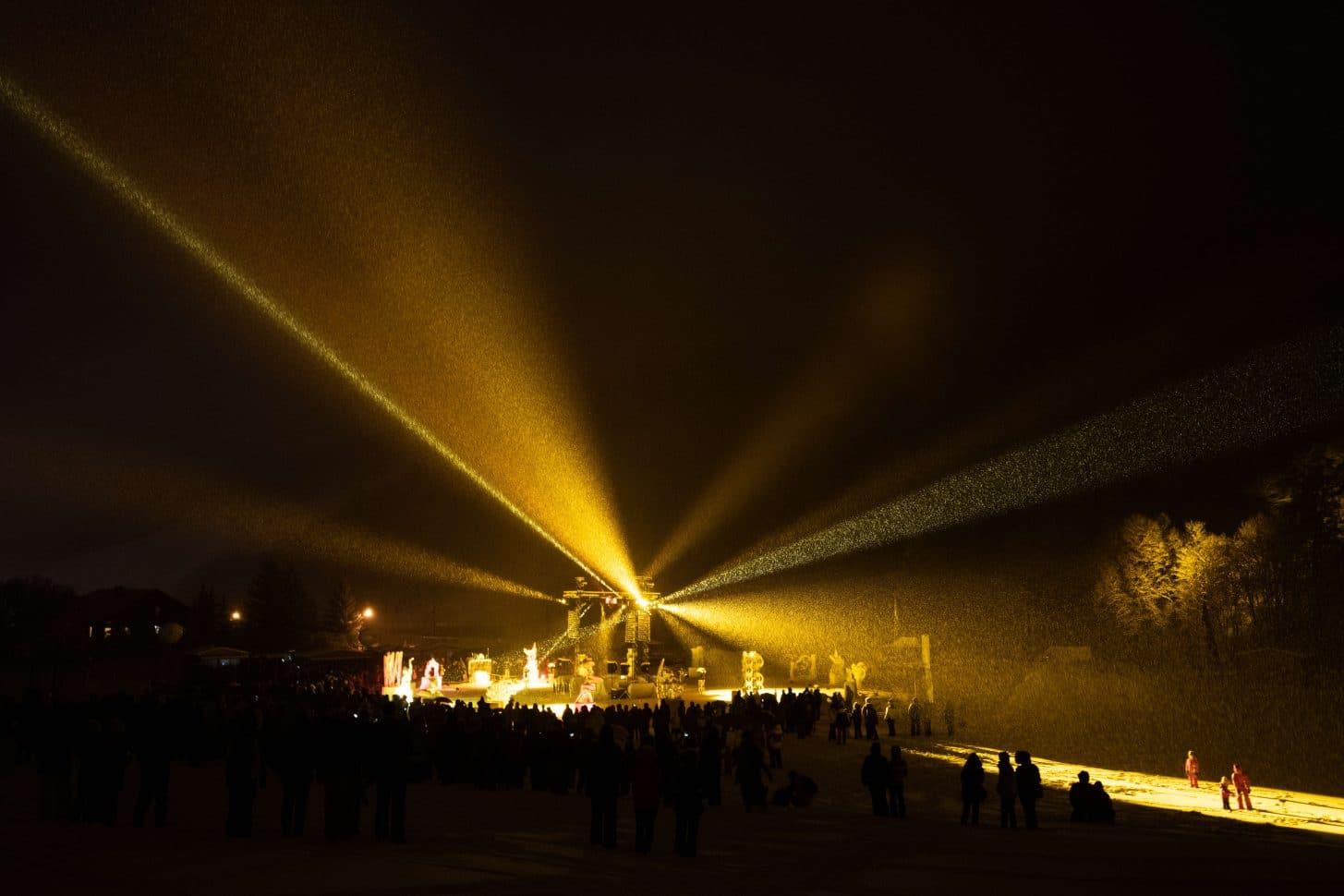 lumière de projecteur spectacle concours de sculpture sur glace de Valloire